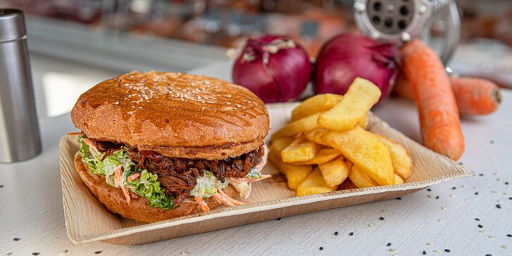 Nevar! Skoč si po hovädzí Pulled burger z poctivého slovenského mäsa aj s hranolčekmi