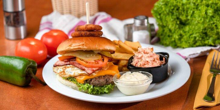 Neodolateľné burgery s hranolčekmi a šalátom coleslaw - donáška alebo osobný odber