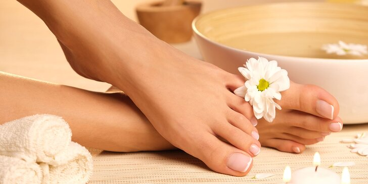 Odmeňte svoje nohy s wellness či kombinovanou pedikúrou v salóne Betty