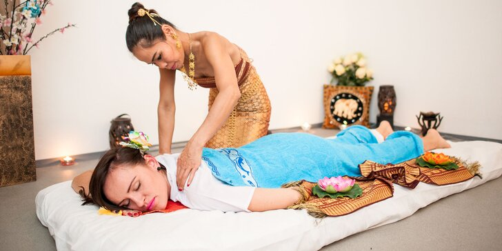 Tradičná thajská alebo uvoľňujúca olejová aroma masáž