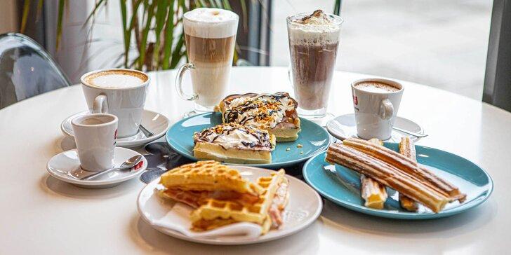 Vaflové dobroty a voňavá káva či horúca čokoláda. Na terase alebo so sebou!