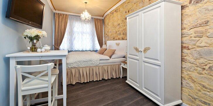 Romantický pobyt v srdci Prahy: elegantný apartmán s raňajkami a večerou