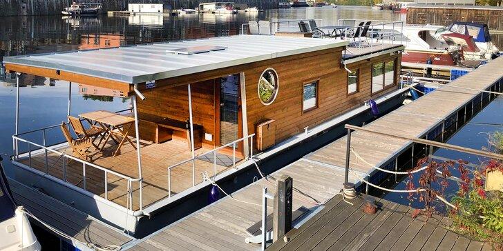 Netradičný pobyt v pražských Holešoviciach: vybavený houseboat až pre 6 osôb