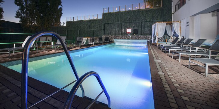 Oddych v hoteli Therma**** s bazénovým svetom, neobmedzeným wellness, celodenným vstupom do Thermalparku a možnosťou privátnej jacuzzi