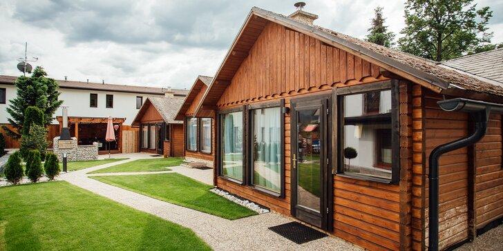 Rodinný pobyt v nových, mezonetových chatkách pre 2 dospelých a až 3 deti s možnosťou privátneho wellness vo Villa Bellevue
