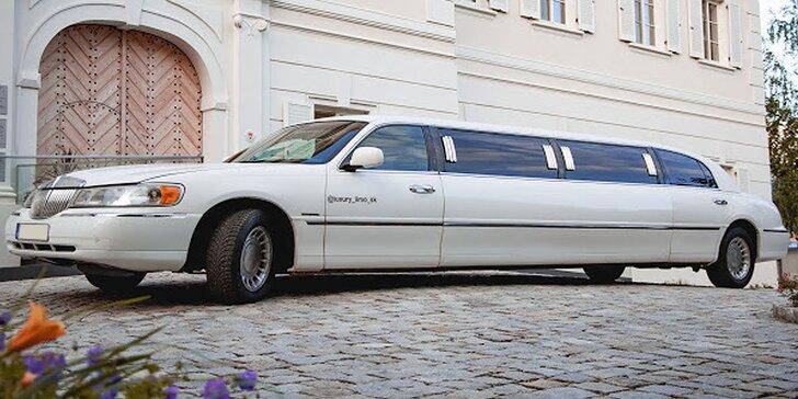 Zažite jazdu v luxusnej limuzíne LINCOLN TOWN CAR so šoférom!