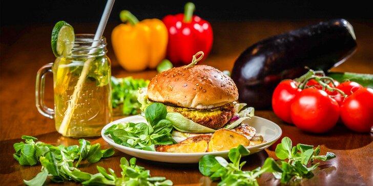 Vegetariánsky alebo vegánsky burger s pečenými zemiakmi + limonáda