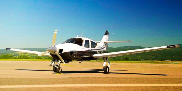 Zážitkový let pre 3 osoby s možnosťou pilotovania - pofičíte až 290 km/h!