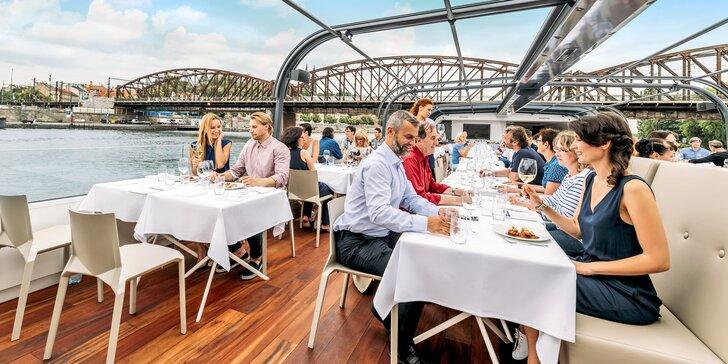 Obed na modernej presklenej lodi: 2-hodinová plavba Prahou, živá hudba, výhľady a welcome drink