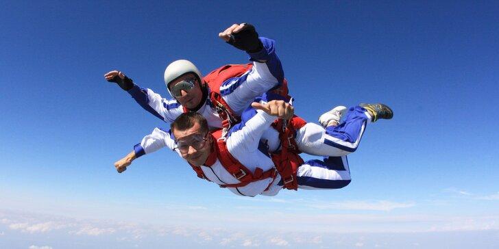 Tandemový zoskok z neuveriteľnej výšky 3000 či 4000 metrov
