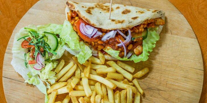 Polkilový pizza burger alebo pizza tacos s hranolčekmi