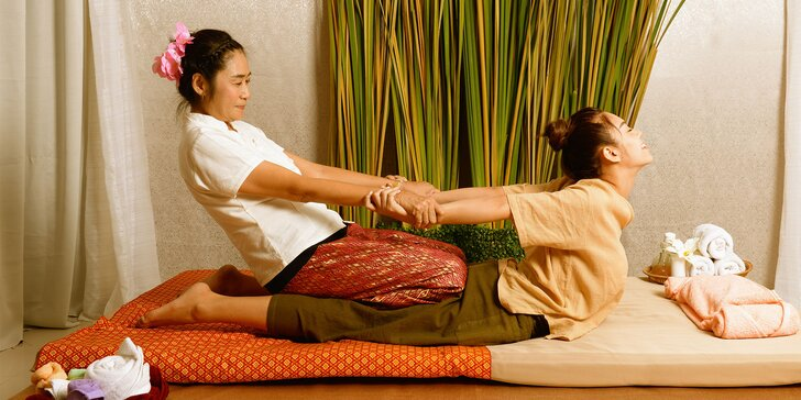 Thajská masáž celého tela: tradičná suchá alebo olejová