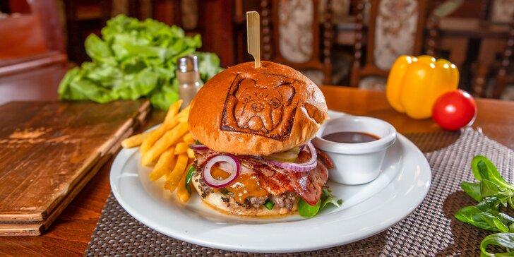 Zámocký burger v Malackách + hranolčeky a BBQ omáčka