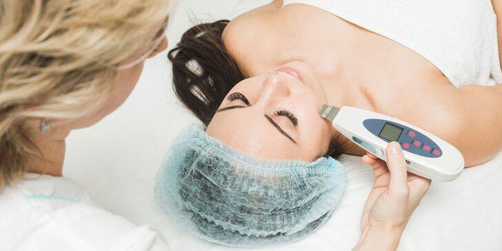 Hĺbkové čistenie pleti, mikrodermabrázia či masáž tváre a krku aj s úpravou obočia
