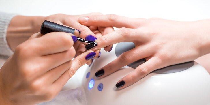 Modeláž gelových nechtov, gel lak alebo manikúra s parafinovým zábalom