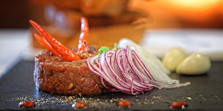 Tatársky biftek s hriankami v reštaurácii Villa Bettula