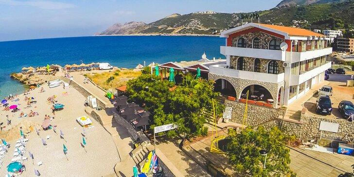 Čierna Hora: apartmány s balkónom a výhľadom na more v tesnej blízkosti pláže, bazén, polpenzia
