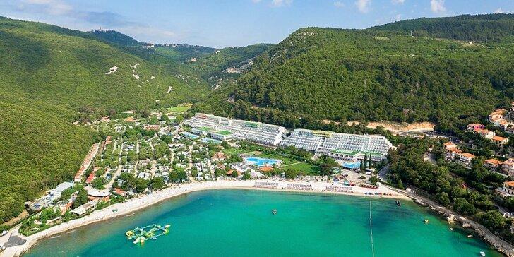 4* hotel priamo pri pláži: bazénový komplex, šport a zábava