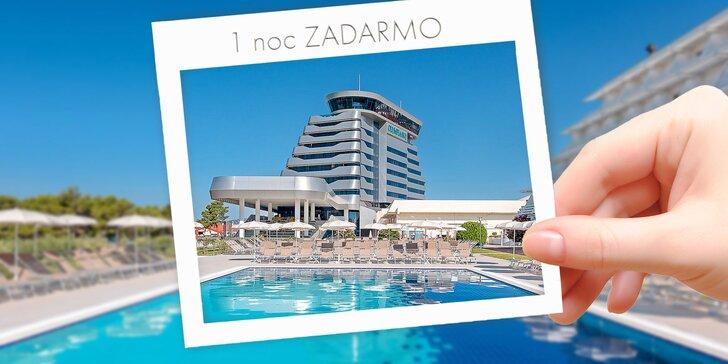 🌞 KÚP teraz, využi v LETE: Dovolenka v chorvátskych Vodiciach: 50 m od pláže, vonkajší a vnútorný bazén, raňajky