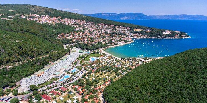 Chorvátsky Rabac: mobilný domček iba 50 m od pláže, bazény a polpenzia, 1 dieťa do 4,9 rokov má ubytovanie zdarma