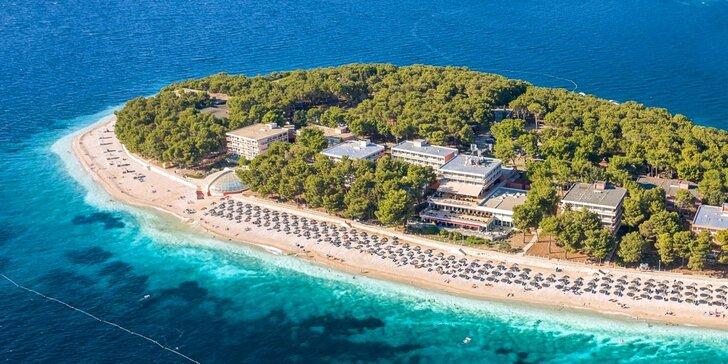 Letná dovolenka v chorvátskom letovisku Primošten: 3* hotel s bazénom iba 50 m od pláže