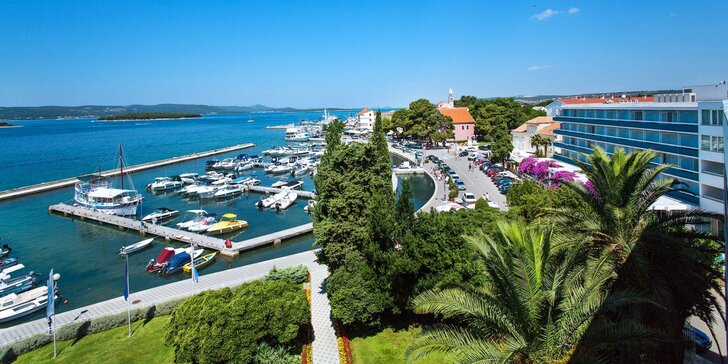 Chorvátske letovisko Biograd na Moru: 4* hotel pri pláži, luxusné wellness a raňajky