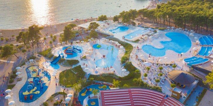 Prázdninový areál v Chorvátsku: štúdio či apartmán pre 4 osoby, pláž, bazény a zábava