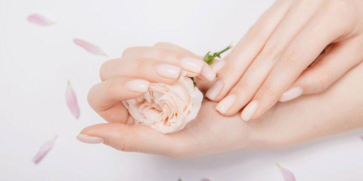 Získajte ukážkovo krásne ruky až na niekoľko týždňov vďaka gél laku