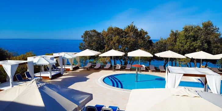 Dovolenka na ostrove Pag - 4* hotel priamo pri pláži, bazény a chutná polpenzia