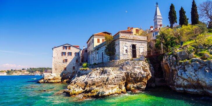 Vybavené apartmány na pobreží Istrie: z vlastného balkónu krásny výhľad na more