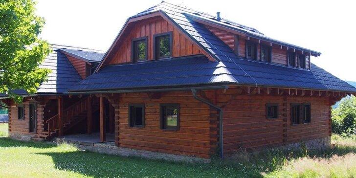 Rozprávková drevenica v areáli Sudoparku: sauna, vírivka i kúpanie v sudoch