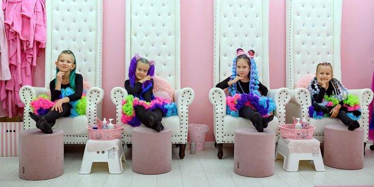 Manikúra, pedikúra či zapletanie vlasov s kanekalónom pre malé princezné v Pink SPA