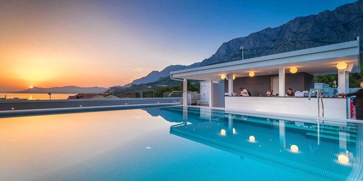 Luxusný hotel 2 km od centra Makarskej: izba s balkónom, raňajky, neobmedzený wellness