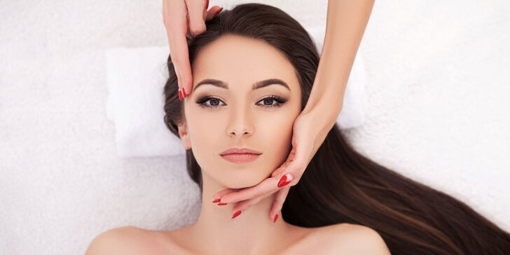 Letné ošetrenie pleti alebo procedúry pre zrelú či aknóznu pokožku