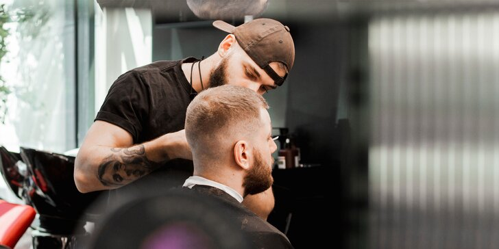 Pánsky strih alebo úprava brady v barberskom salóne 50 Shades
