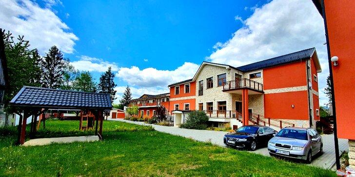 Pobyt v pokojnej a tichej lokalite pri Bešeňovej v Hoteli Harmonia s veľkou záhradou