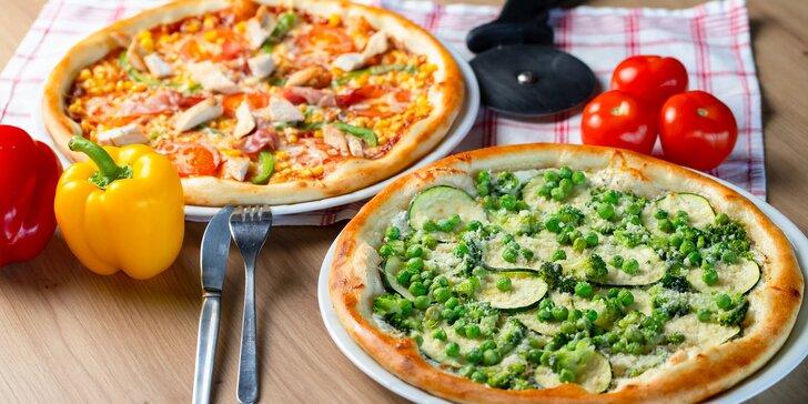 Netradičná pizza, napr. s mangom alebo jablkom či lososom a avokádom