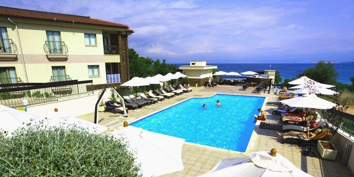 Blue Waves Resort**** v Chorvátsku na ostrove Krk: hotel so súkromnou plážou
