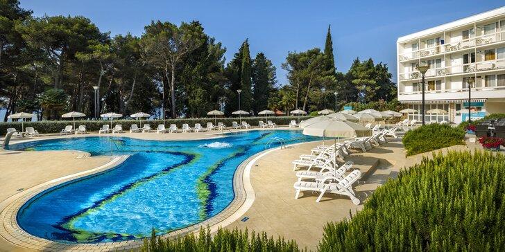 Senzačná dovolenka v Chorvátsku: 3* hotel kúsok od mora, bazén a polpenzia