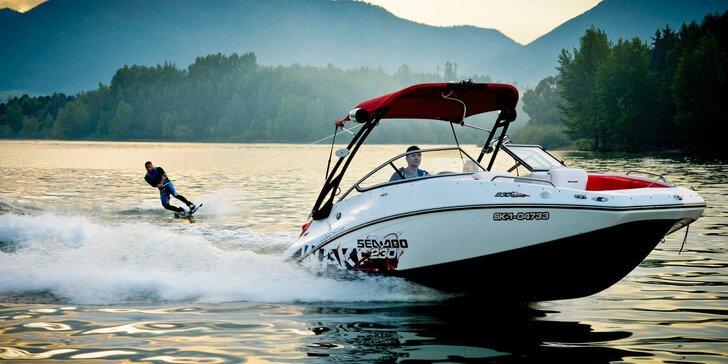 Adrenalínová jazda na motorovom člne s kapitánom na Liptovskej Mare