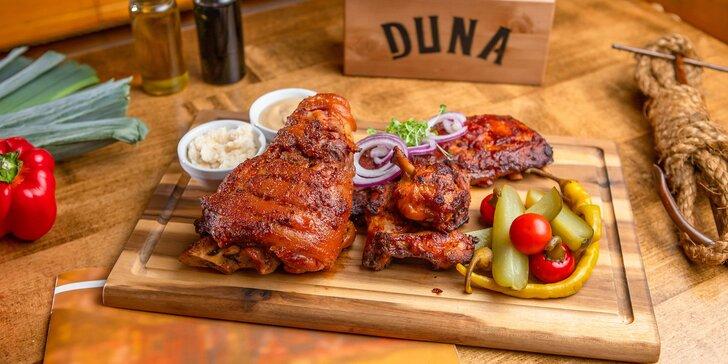 Pečené mäsové špeciality v DUNA Pub & Restaurant