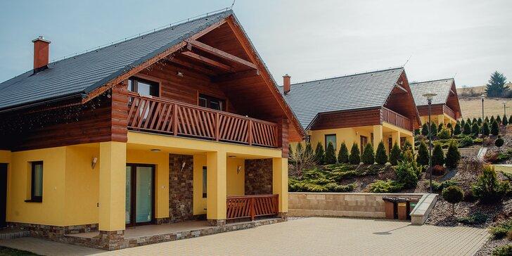 Komfortné chaty až pre 10 osôb: maximálne súkromie a bazén priamo v areáli