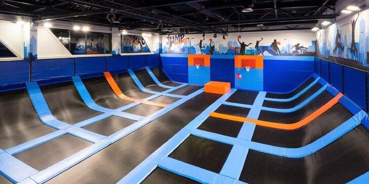 Užite si super adrenalín a neobmedzený pohyb v trampolínovom centre JUMP ARENA