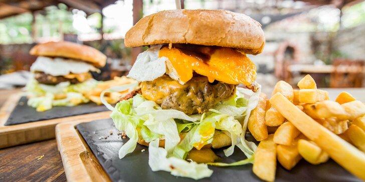 Burger s hranolčekmi a domácou majonézou pre 2 osoby