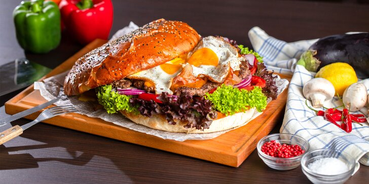 Až 1800 g XXXXL Maxi Burger pre 2-3 osoby: Pruk, Prasiak alebo BBQ