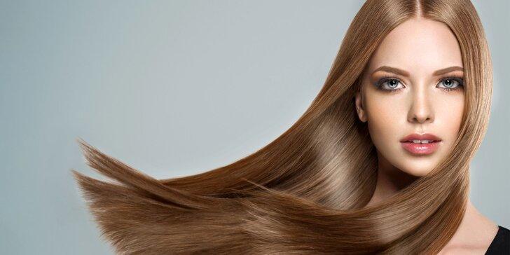 Farbenie, skrátenie a konečná úprava vlasov od šikovnej praktikantky pod vedením odborníkov