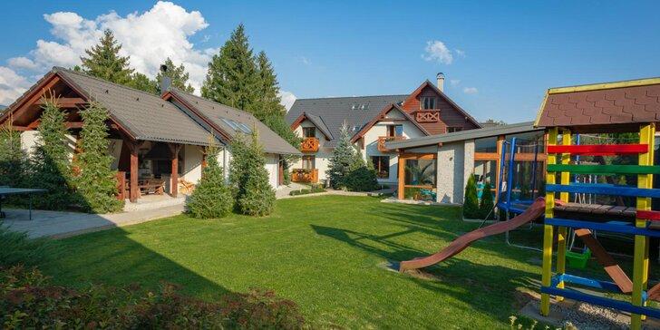 Pobyt v rodinnom Resorte Villa Flora***: neobmedzený vstup do bazéna aj varianty s privátnym wellness