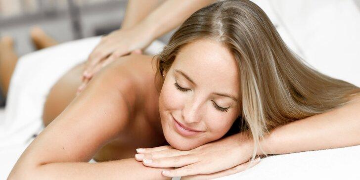 Klasická telová masáž alebo reflexná masáž chodidiel, bankovanie či masáž lávovými kameňmi