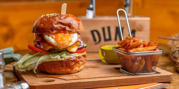 5 druhov peckových burgerov s hranolčekmi v novom Duna Pube