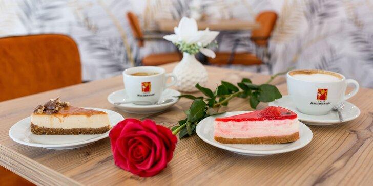 Lahodná káva, sladké zákusky a voňavé ruže